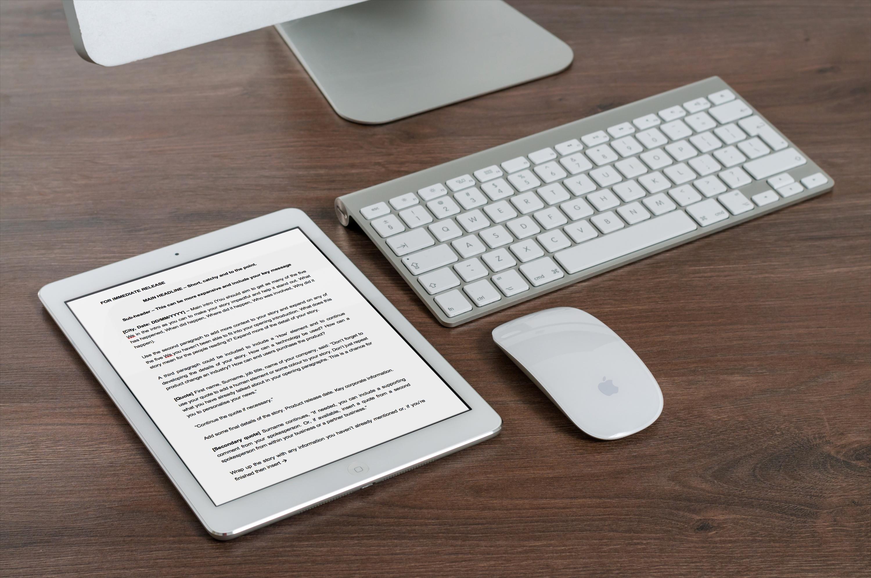 mockDrop_iPad on desk
